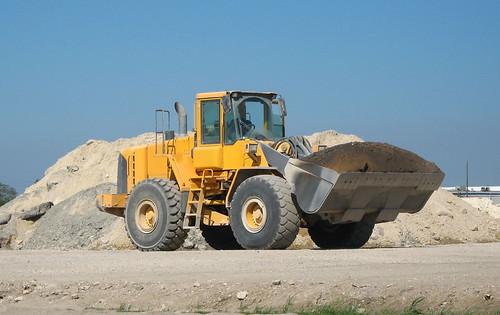 Volvo Loader | Volvo Loader carrying load of soil, Houston, … | Bill Jacobus | Flickr