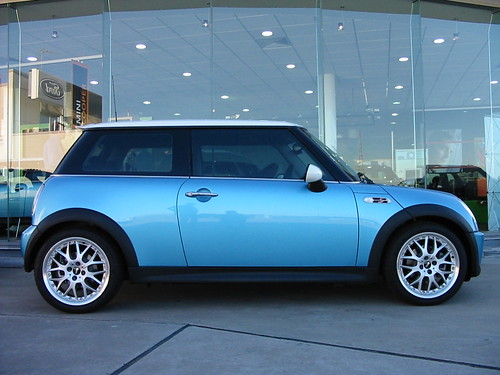 New Mini Cooper >> Electric Blue MINI Cooper S | Nice side on view of our test … | Flickr