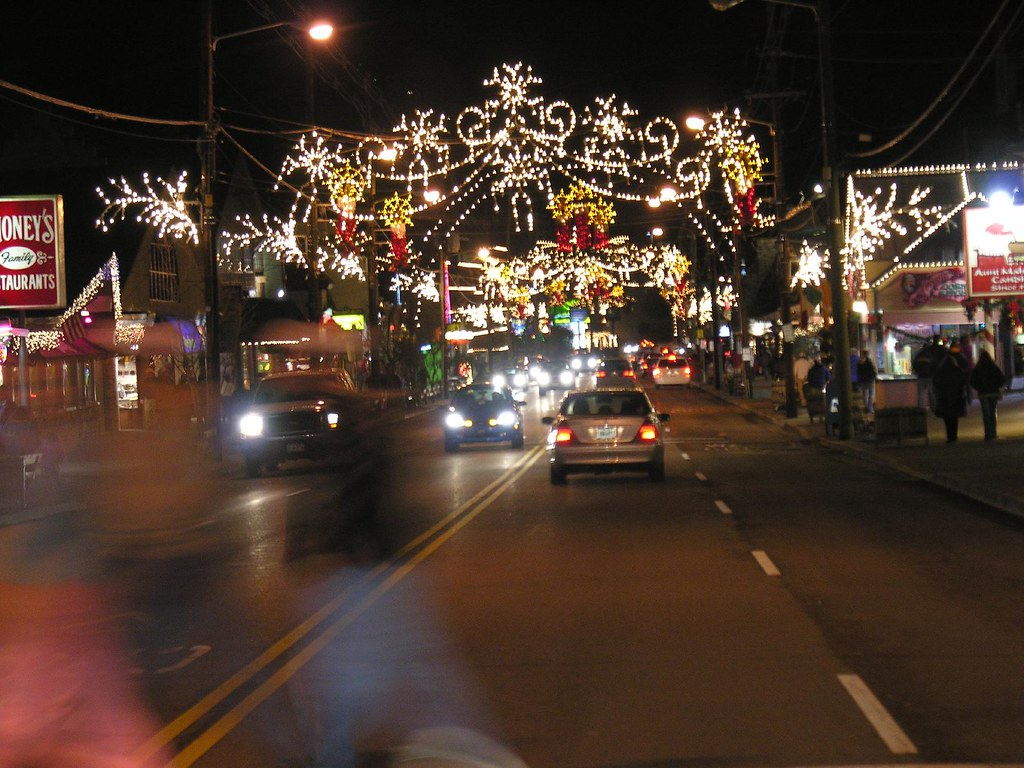 Christmas Decorations In Pigeon Forge Tn : Gatlinburg s christmas decorations after a delicious