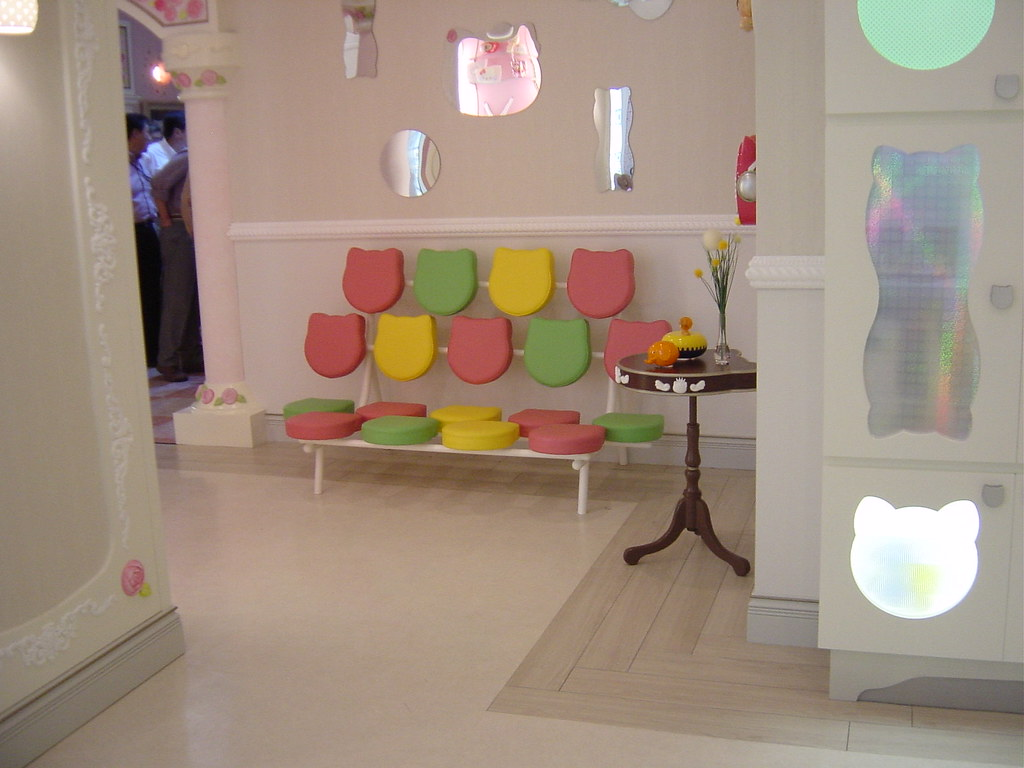 appealing hello kitty living room | Hello Kitty's Living Room | She has a groovy couch. | Flickr