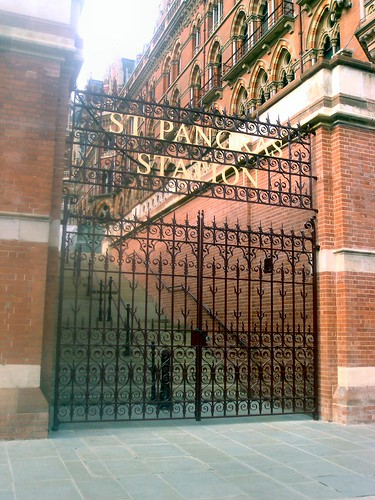 Iron gates, St Pancras building | by dms246