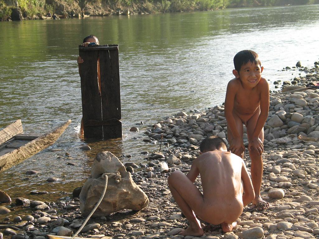 фото голых мальчиков без трусов с членом