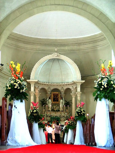 wedding at the redemptorist church stopping at the