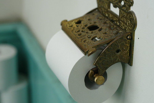 Old English Toilet Paper Holder | by macaron*macaron(Est Bleu2007)