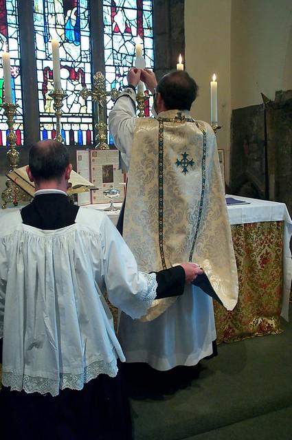 All Saints, North Street, York - Sung Mass, Elevation of the Host