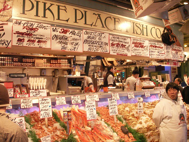 Pike place fish company this is where they throw the for Pikes market fish