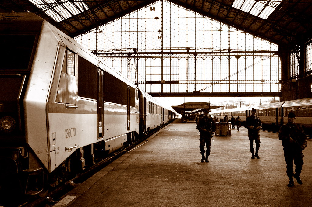 Paris austerlitz train station peaceful sunday paris for Train tours paris austerlitz