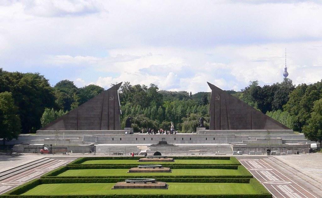 soviet monument in treptower park berlin phototouring flickr. Black Bedroom Furniture Sets. Home Design Ideas