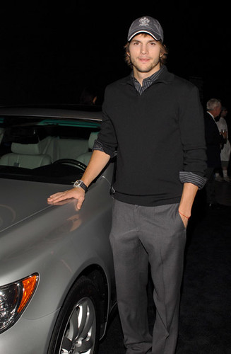 Ashton Kutcher Lexus LS 460 Pop Up Art Gallery Ed Flickr
