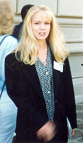 Post 2 >> Jennie Garth | Jennie Garth at the 1992 Emmy rehearsal - Per… | Flickr