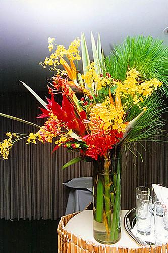 Arranjo com flores tropicais | Arranjo em estilo Tropical ...
