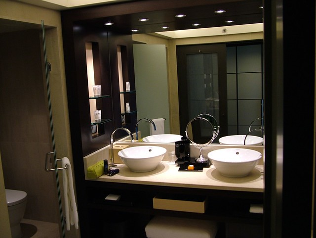 Five star bathroom hotel arts barcelona pope24 flickr for 5 star hotel bathroom designs