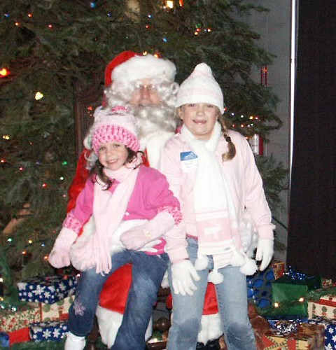 Anya Hayden Santa Anya And Hayden With Santa Kelly Umphenour