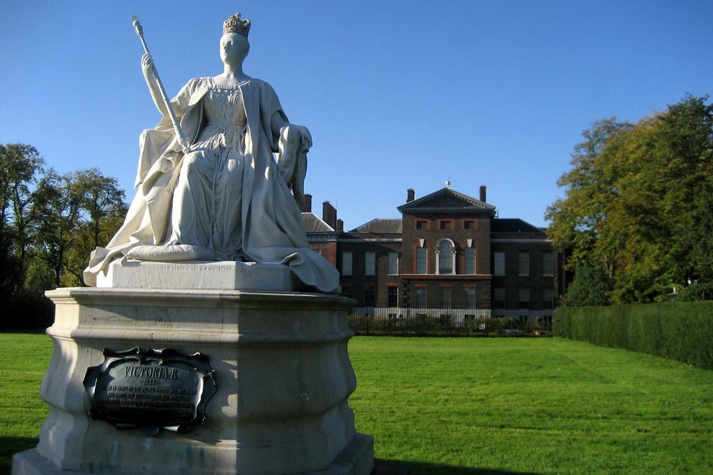 Uk London Kensington Gardens Kensington Palace And Qu