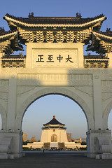Gate of the Chiang Kai Shek memorial hall | by Savetigers81