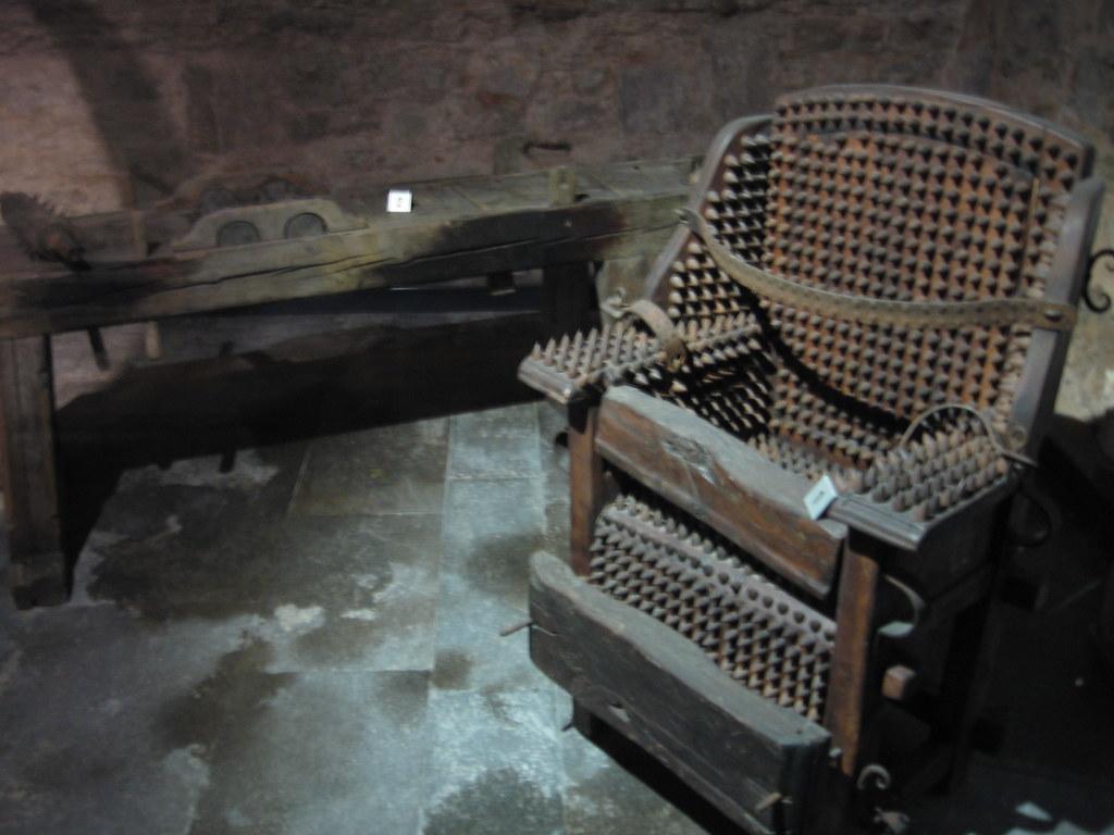 Torture chair craige moore flickr for Chambre de torture 3