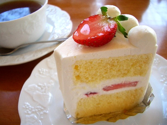 Cake White Strawberry Blueberry