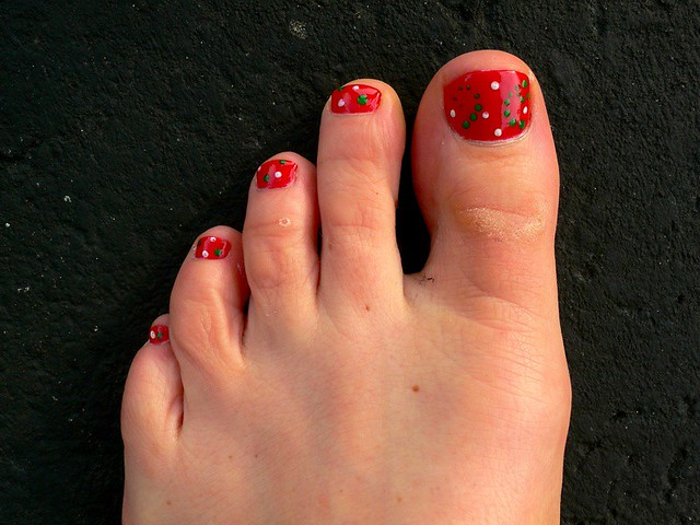 Simple Flower Toe Nail Designs