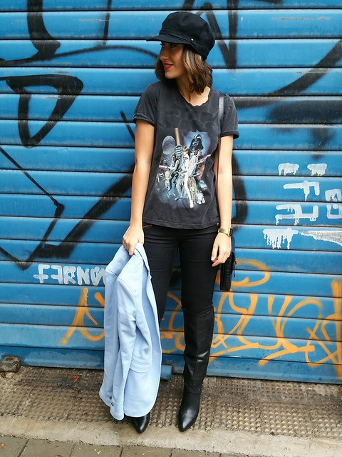 camiseta, guerrero, Star Wars, jeggings negros, botas negras caña ancha, gorra british, blazer azul bebé, lady, bandolera negra retro, warrior, t-shirt, black jeggings, black wide leg boots, british cap, baby blue blazer, retro black shoulder bag, Massimo Dutti, Zara, Pull & Bear, Pepe Jeans, The Code, Casio