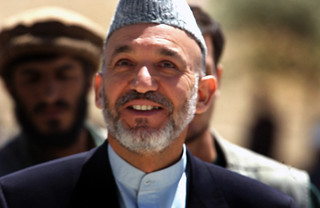 Public Domain: Afghanistan President Hamid Karzai by Don Dees (DOD Photo 020723-F-0201H-013) | by pingnews.com