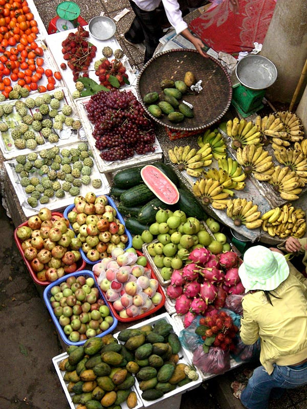 Sapa market fruit