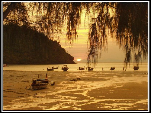 Sunset Beach - Phi Phi | by pfromthev