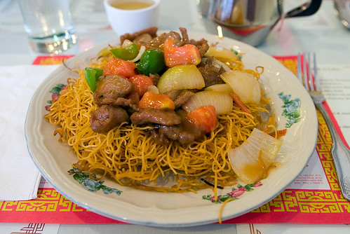 Tomato Beef Chow Mein with Crispy Hong Kong noodle | by pointnshoot