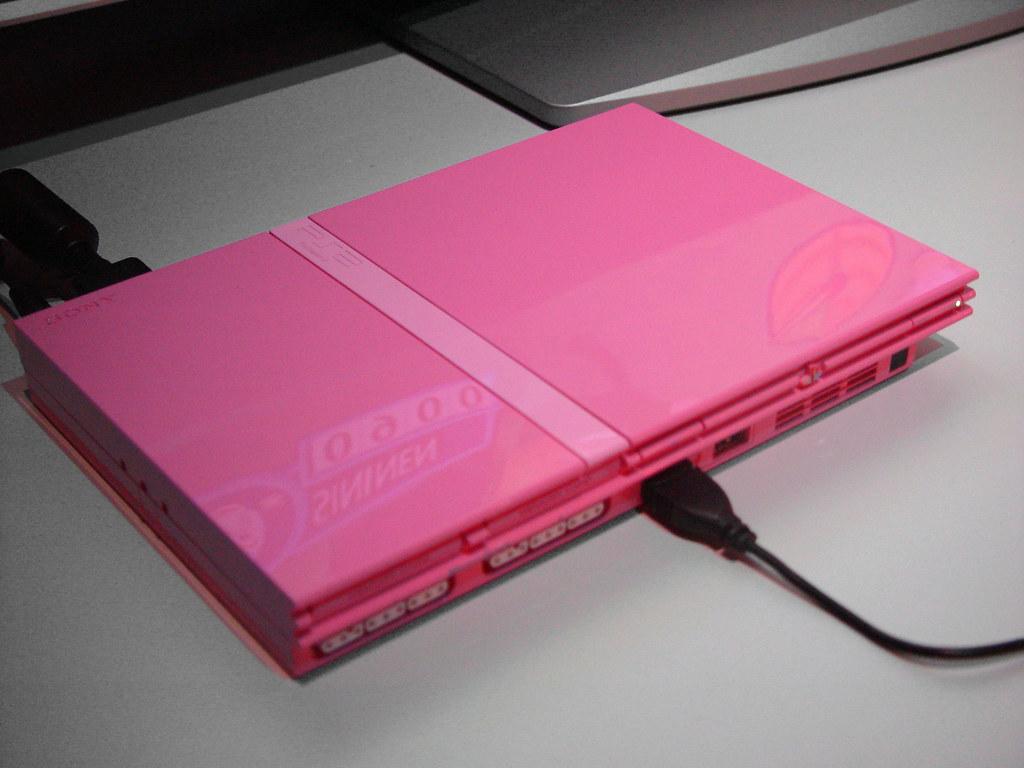Pink Playstation 2  2006