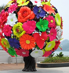 Floral Sculpture, VIVO CITY | by imedagoze