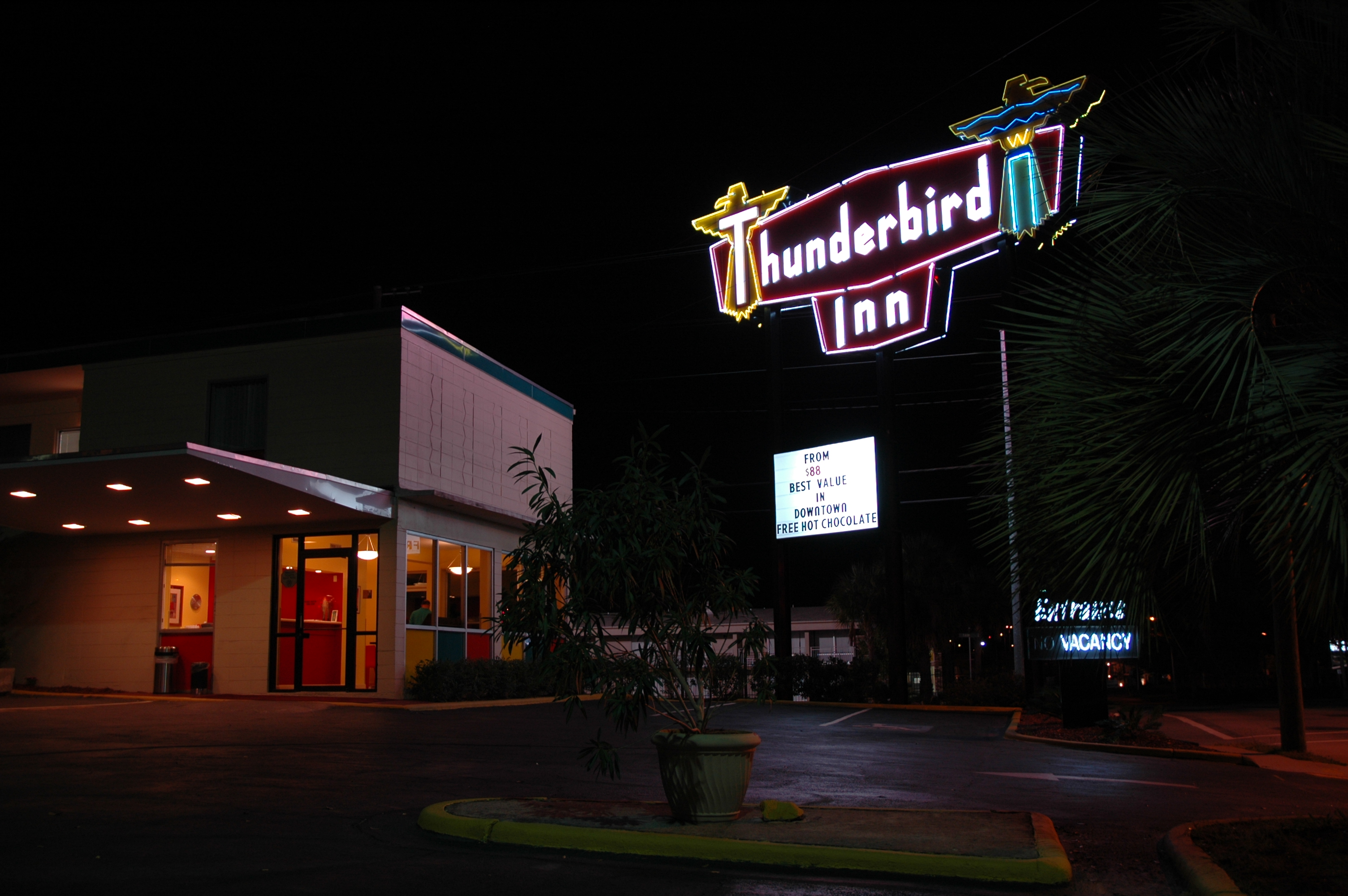 Thunderbird Inn - 611 West Oglethorpe Avenue, Savannah, Georgia U.S.A. - December 5, 2006