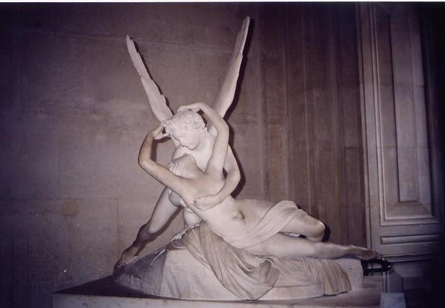 羅浮宮雕塑作品「丘比