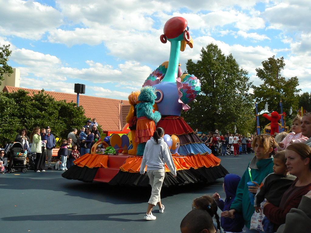Sesame Place Parade - Rosita & Zoe | Sesame Place in ...