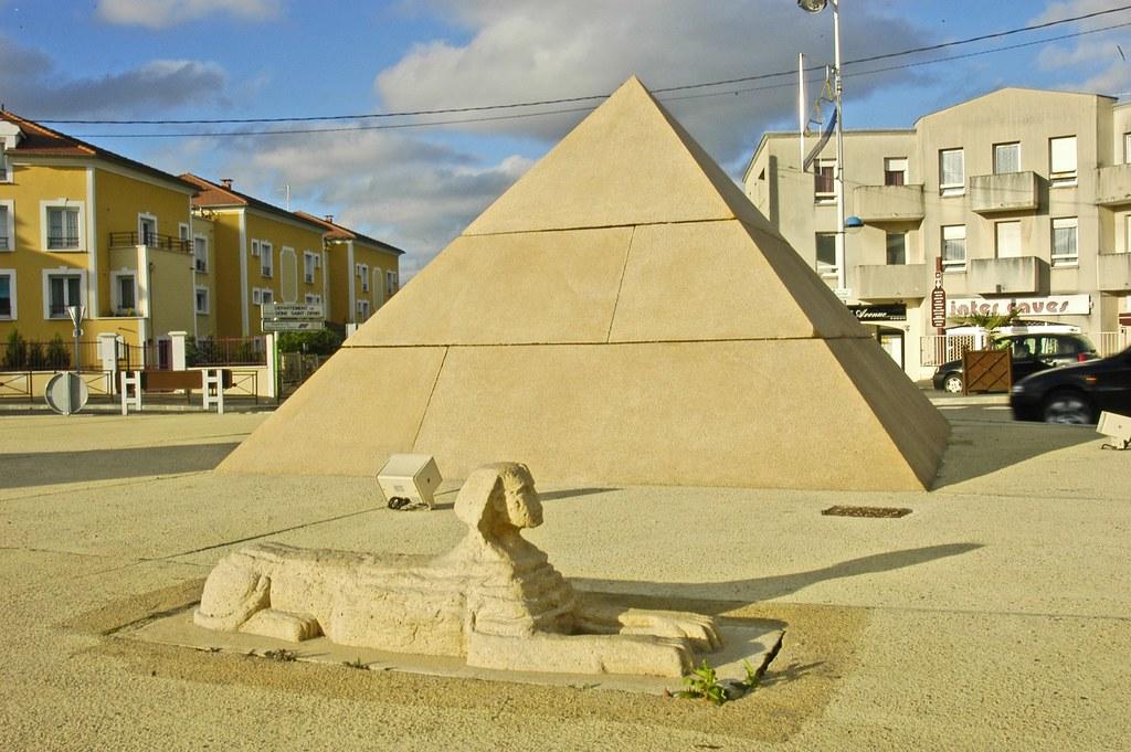 rond point carrefour des pyramides champs sur marne fr flickr. Black Bedroom Furniture Sets. Home Design Ideas