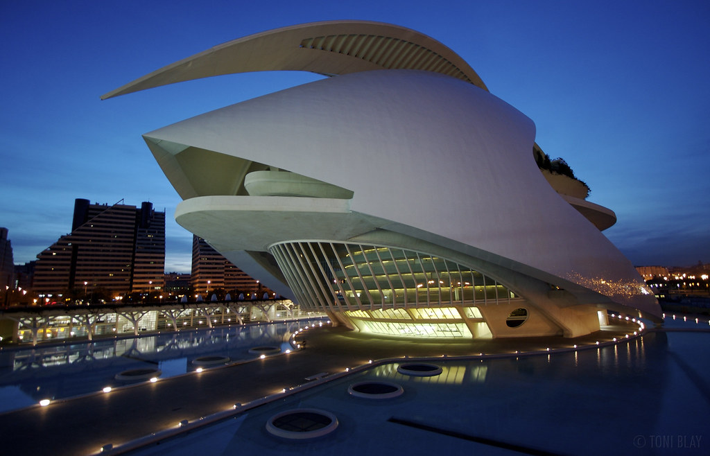 Arts science nightshot of palacio de las artes reina for Best architecture firms in the world