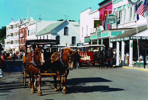 Downtown Mackinac Island | Mid morning taxi trotting on ...