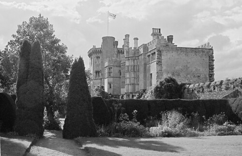 the purpose of thornbury castle - the purpose of thornbury castle thornbury castle since thornbury castle started being built in 1511 it has been in the centre of a debate with historians whether it is a castle built for defence or a luxurious palace for show.