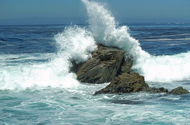 water crashing on rocks ory4man flickr