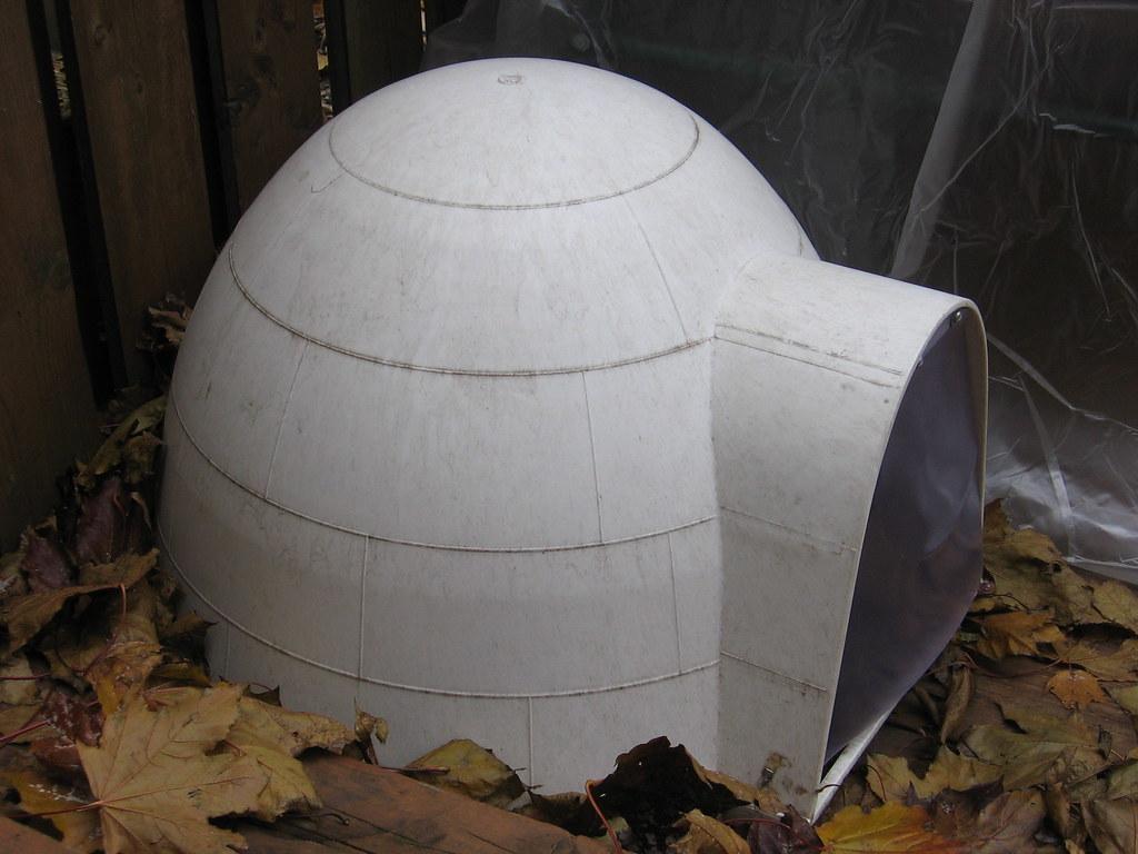 Small Insulated Igloo Dog House