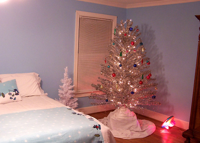 Vintage aluminum Christmas tree | I got out the 1960's alumi… | Flickr