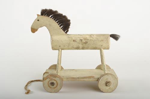 cheval roulettes cheval roulettes de la fin des. Black Bedroom Furniture Sets. Home Design Ideas