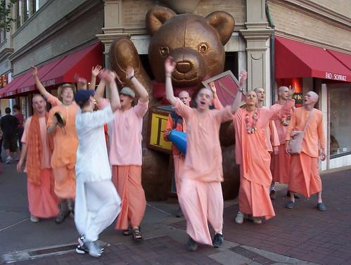 Los Hare Krishna Bailando En Kansas City Abril 2003 Flickr
