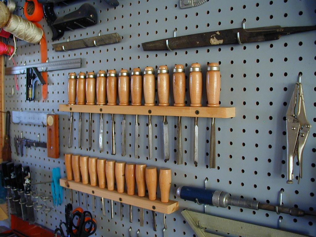 Приспособление для хранения инструмента в гараже своими руками