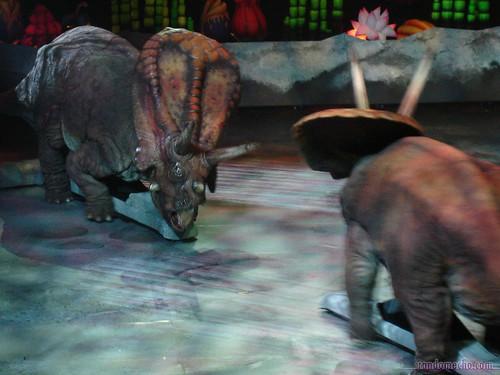 Dinosaurs Era Torosaurus showdown - ...