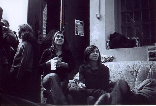 Ragazze sociali sul divano sociale al centro sociale flickr - Sesso sfrenato sul divano ...