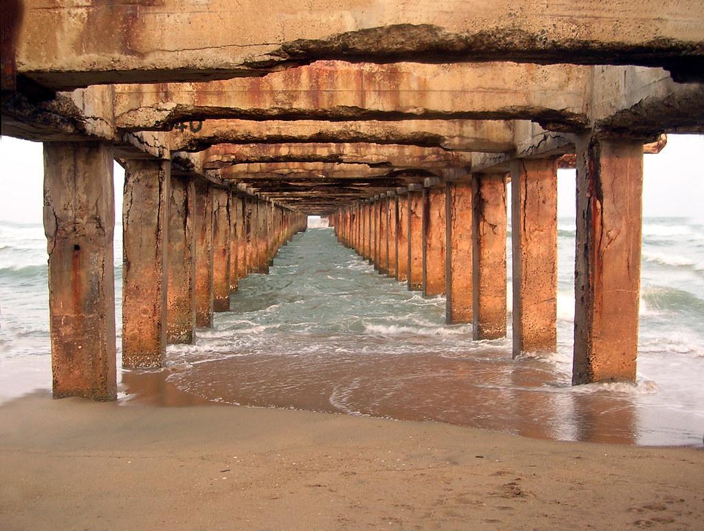 Vanishing pier | Thala...