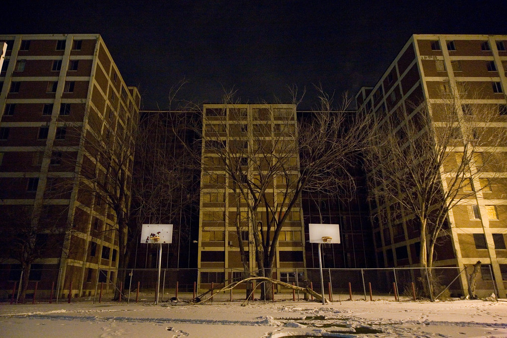 Cabrini Green Basketball Courts | Flickr - Photo Sharing!: https://www.flickr.com/photos/metroblossom/385253514