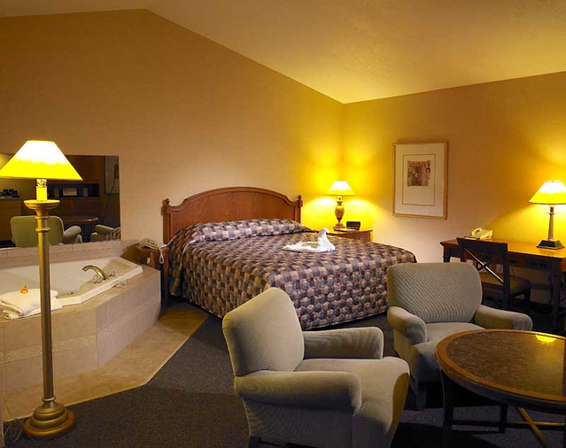 Hotels With Jacuzzi In Room In Lynnwood Everett
