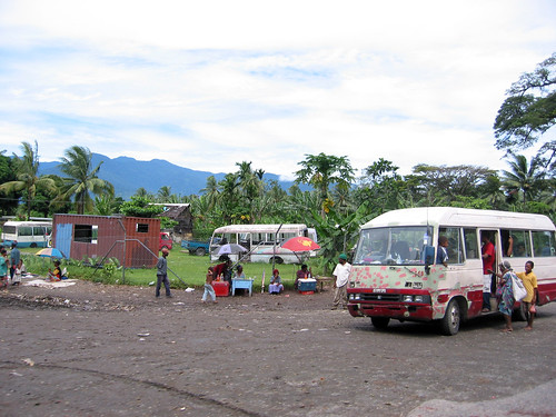Street Vendors and Bus in Lae | by kahunapulej