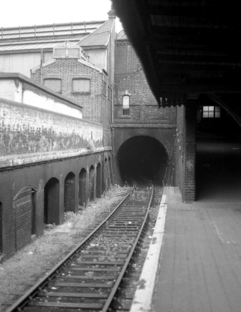 353965421 2bdef5d6a2 b - Old railway tunnel at King's Cross