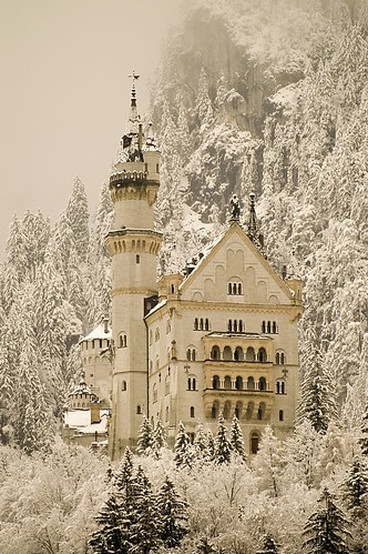 Neuschwanstein's castle | by ingirogiro